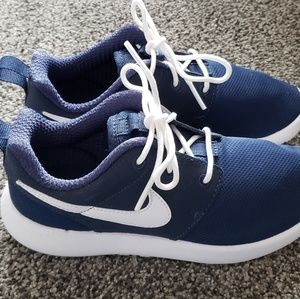 0b3351d0d2ca Nike Shoes - Boys Nike Roshe shoes size 1Y